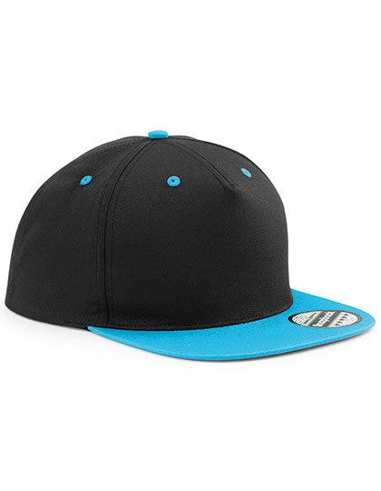 Czarna czapka z jasno niebieskim daszkiem