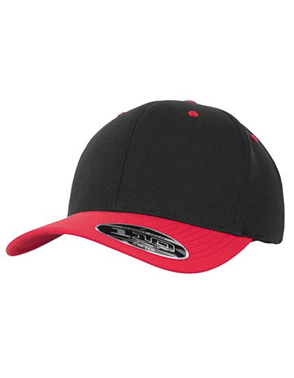 Czarna czapka z czerwonym daszkiem