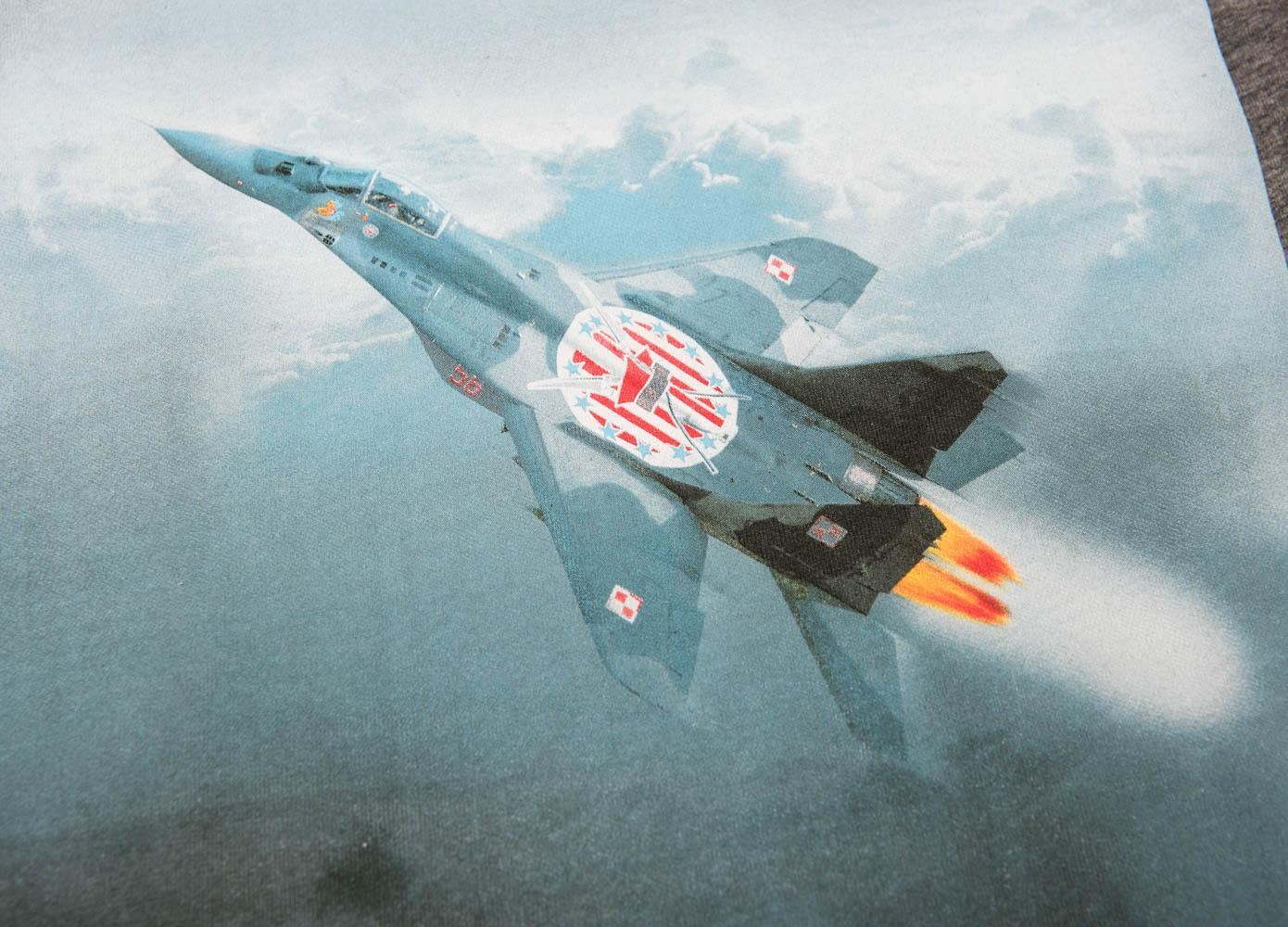 Nadruk przedstawiający lecący samolot